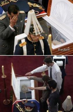 El Dictador amigo del imperio muere de muerte natural y con honores.