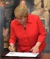 Bachelet promulga ley que crea el Instituto Nacional de DD.HH.