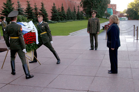 Ofrenda floral en la Tumba al Soldado Desconocido (Kremlin)